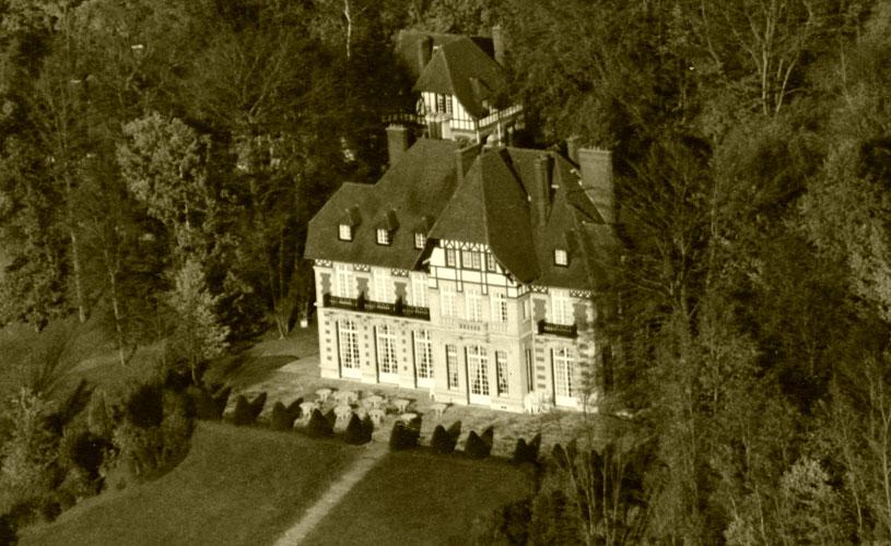 chateau-avant-terrasse_sepia